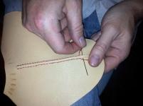 Dekorativ og avstivende søm i silketråd
