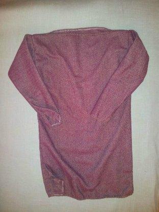 Ferdig ullkjortel, også den med båthals. Gutten den er laget til er ute på vift, så derfor får vi ikke vist frem hvordan klærne ser ut på. Det får vi ta seinere