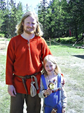 En stolt far med sin vikingdatter, BM 2007. Father and daugther at BM 2007.