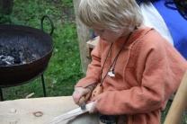 Sigvald ville selvfølgelig også bedrive litt håndverk, og han er glad i spikking