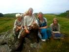 En pust i bakken for vikingfamilien på vikingmarked på Lygra