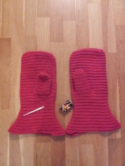 Dette er de store vottene før toving- The big mittens before felting