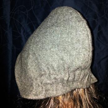 Kysen har nå mye bedre passform / The bonnet got a much better fit after pleating the neck