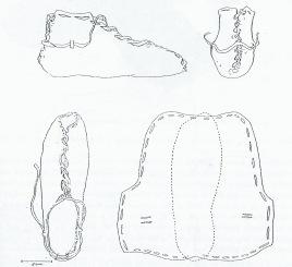 """Tegning fra M. Hald """"Primitive Shoes"""" (1972). Merk det åpne tåpartiet og den overdimensjonerte innstiplede foten / Drawing from M. Hald """"Primitive Shoes"""" (1972). Note the open toe and the oversized footprint"""