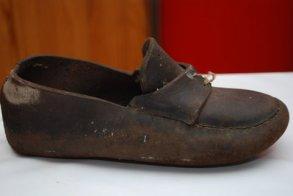 Original rundsko fra Eksingedalen. Foto: Berit Vetlejord / Original shoe from Eksingedalen. Photo: Berit Vetlejord