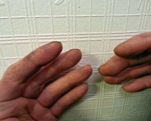 Ser ut som mekanikerhender uten å ha vært i kontakt med olje eller smuss / Looks like mechanic hands without having been in contact with oil or dirt