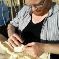 Deilig å kunne drive håndarbeid ute / Springtime outdoor handicraft