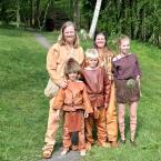 Fortidsfamilien er i hovedsak steinaldermennesker denne sesongen
