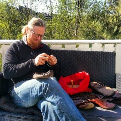 Deilig å kunne sitte ute med slikt arbeid / Lovely to work outdoors
