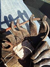 En jernaldersko blir lappet / An Iron Age shoe is patched