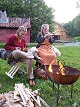 Olav og Hege var koselig selskap ved leirplassen vår både på dag- og kveldstid / Nice company by the camp fire