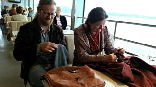 Sigvald er fotografen på tur til kystsogearrangement på Stord og Bømlo / Stitching on the ferry to Stord