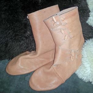 Ferdige Hedebystøvler / Finished Hedeby boots
