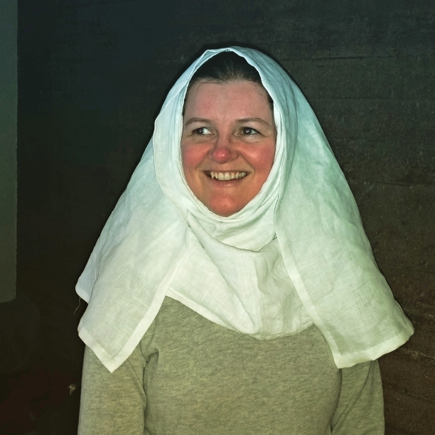 Nok et hodeplagg i utvalget / Yet another head garment
