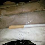 Ruller med mengder av skinn / Bundles with lots of leather