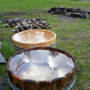 Trekar til plantefarging og ølbrygging trutnes / Wooden tubs for brewing and dying