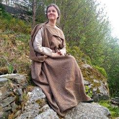 Lena måtte selvfølgelig teste med sin peploskjole utenpå / Lena is testing with her peplos dress on top