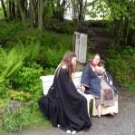 En fin minnestund og avduking av Johannesbenken, med dikt fra Enok og Nina som sang et dikt av Olav H. Hauge / Unvailing of a bench in memory of a dear old viking who passed on last year