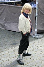 Sigvald har igjen funnet den rette strilaposituren, med nevene i bukselommen / Sigvald posing again