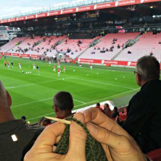 Sikkert første gang i historien det er nålebundet på Brann stadion / Probably the first time ever it has been needlebinding at the football stadium in Bergen
