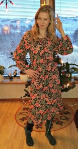 Hanna i en kjole fra tidlig 1980-tall / Dress from early 1980s