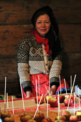 Eplenissen laget karamelliserte epler. Dette var veldig populært / Caramelized apples were very popular
