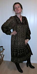 Lena poserer i samme antrekk / Lena posing in the same outfit