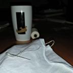 Lena sitt prosjekt med kaffekopp fra museets Kafe Gullskoen / Lena´s project and a cup of coffee
