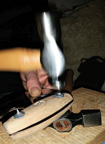 Klinking av båtsøm / Riveting nails