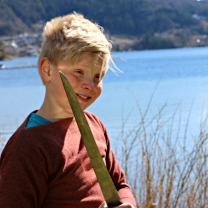 Malvin fikk bære sverd / Malvin got to carry a seax sword