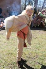 Sigvald poserer villig for fotografen i jernalderklærne sine / Sigvald posing in Iron Age outfit