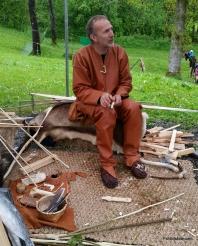 Tor Kåre forteller om piler og buer / Tor Kåre telling about bows and arrows