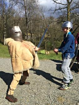 Jernaldergutten vår og en kompis kunne ikke dy seg, og måtte prøve / Our Iron Age boy trying out Medieval armor along with a friend