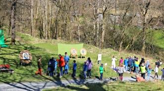 Bueskyting er alltid populert,. Her er det mulighet for både voksne og barn / Logbow archery for both children and grown ups