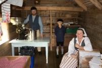 Bymuseets mann med Fortidsfamilien på slep er klar til å ta i mot på stølen / The museum worker and his family are ready for action Foto Kristin Nordeng
