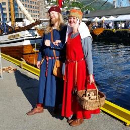 Vi flanerer på Hansamarkedet i middelalderantrekk / Visiting the Hanseatic Market in Medieval outfits