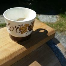 I år husket vi kaffi på termos, og medbrakt kopp, riktignok 1970-talls... / This year we remembered to bring coffee for the milk and cream