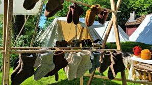 Tykke ullsokker var ikke akkurat det markedsfolket tenkte å skaffe seg i 25 varmegrader / Thick woolen socks were not a sales hit in the extreme summer heat