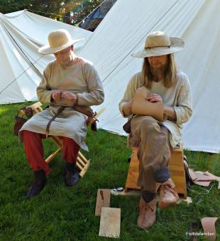 Stig og Espen flyttet seg etter skyggen / Stig and Espen moved around to get shade