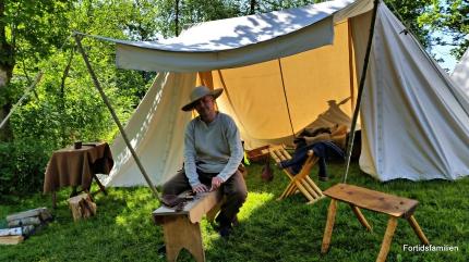 Stig i sitt nye telt med innredning / Stig in his brand new tent