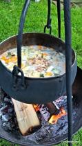 Elisabeth var pådriver for matprosjekt, og hadde med grønnsaker og pinnekjøtt - deilig suppe / delicious soup with dried mutton