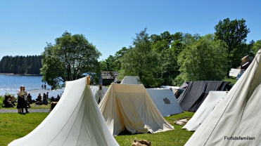 Nydelig teltleir og markedsleir i Bjorvika / Lovely tent camp by the bay
