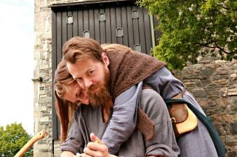 Tohodet Henrik spikket skeier. Det andre hodet er Hanne / The two-headed spoon maker, Henrik and Hanne