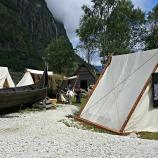 En vikingbåt i leirområdet / A Viking boat in the camp