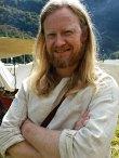 Fornøyd viking som har fått lov av husfruen til å bruke litt penger / Face of a satisfied Viking allowed to spend some money by his housewife