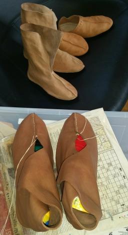 Skoproduksjonen har ikke stoppet opp / Shoemaking in progress