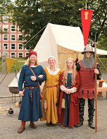 De voksne i Fortidsfamilien / The grownups in the Past Time Family