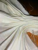 Hjelpletråden ble dradd tett sammen og brettene markert slik at det ble rette kanter / The helpthread was drawn to fold the fabric