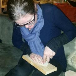 Lena hjelper sin skomakermann / Lena helping her shoemaker husband