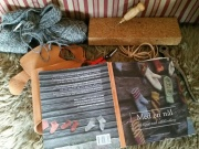 Nålebindingslitteratur mellom diverse håndarbeid / Time for reading inbetween different types of crafting